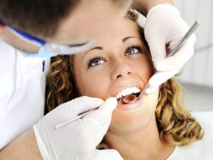 Можно ли удалять зуб во время месячных?