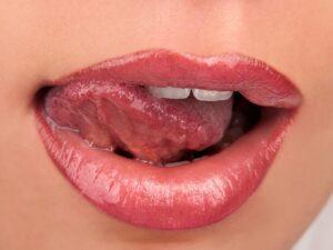 Прикусил язык: причины, лечение, профилактика